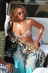Beyonce is just one of many celebs and private citizens rocking metallic tattoos these days